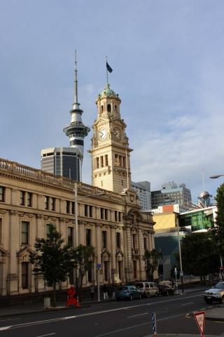 Town Hall und Sky Tower